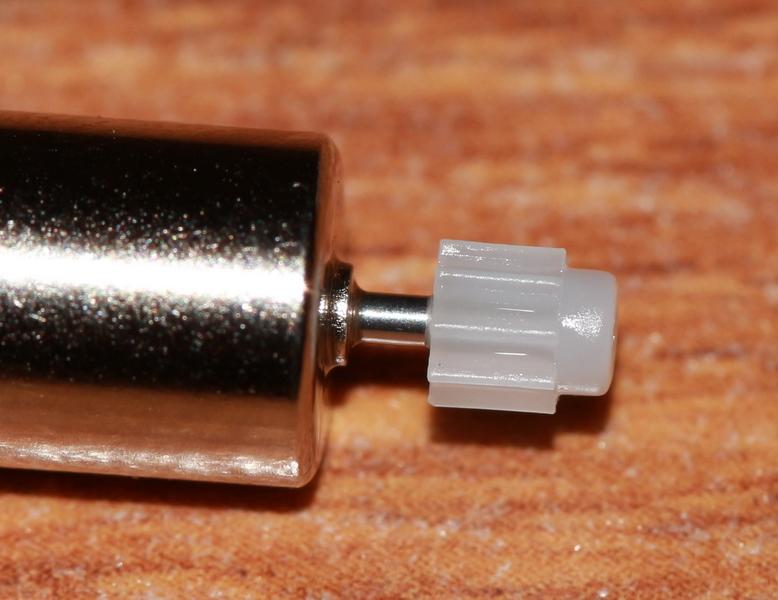 Syma-X5C-installed-motor-gear