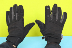 PGYTECH_gloves_on_hand_front