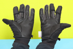 PGYTECH_gloves_on_hand_palm_antislip