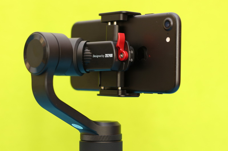 ZHIYUN_SMOOTH-Q2_with_iPhone_3