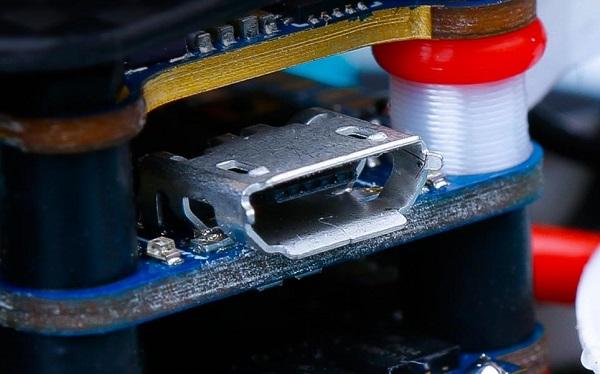iFlight CineBee 75HD micro USB port